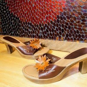 Fioni Brown Flower Leather heels slides sz 6